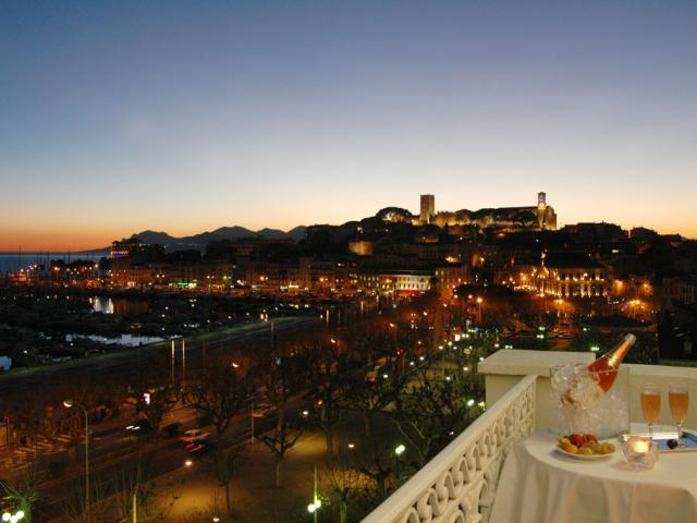 Champanhe ao entardecer em Cannes