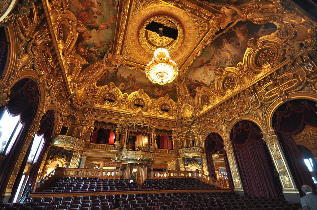 Interior da Ópera de Monte Carlo em Mônaco