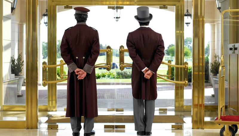 Porteiro e concierge no hotel na França