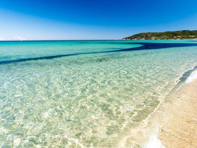 Águas da Praia de Pampelonne na França