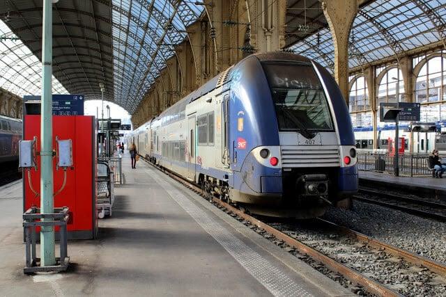 Trem do aeroporto de Nice ao centro de Cannes