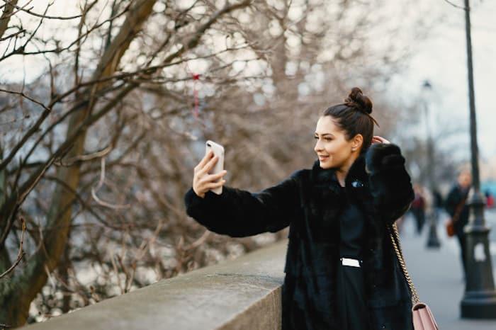 Tirando foto com o celular na França