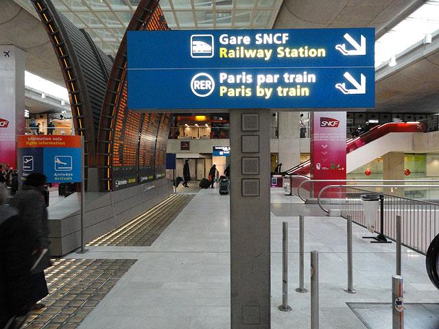Trem no aeroporto de Paris