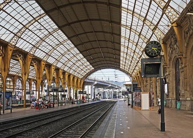 Viagem de trem de Tours a Paris