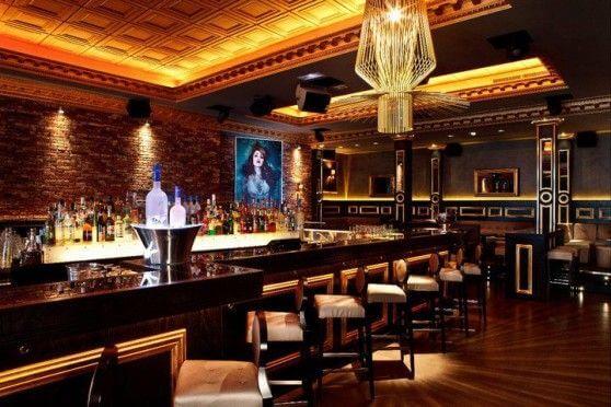 B. Pub Bar em Cannes