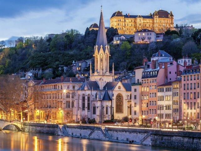Quanto custa uma passagem aérea para Lyon