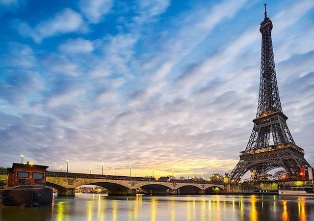 Paisagem do anoitecer em Paris