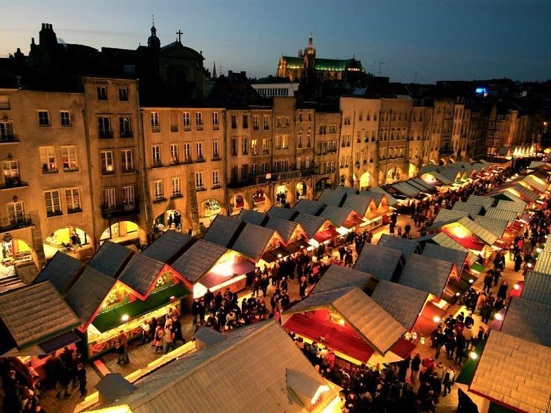Vista do mercado de Natal em Nantes