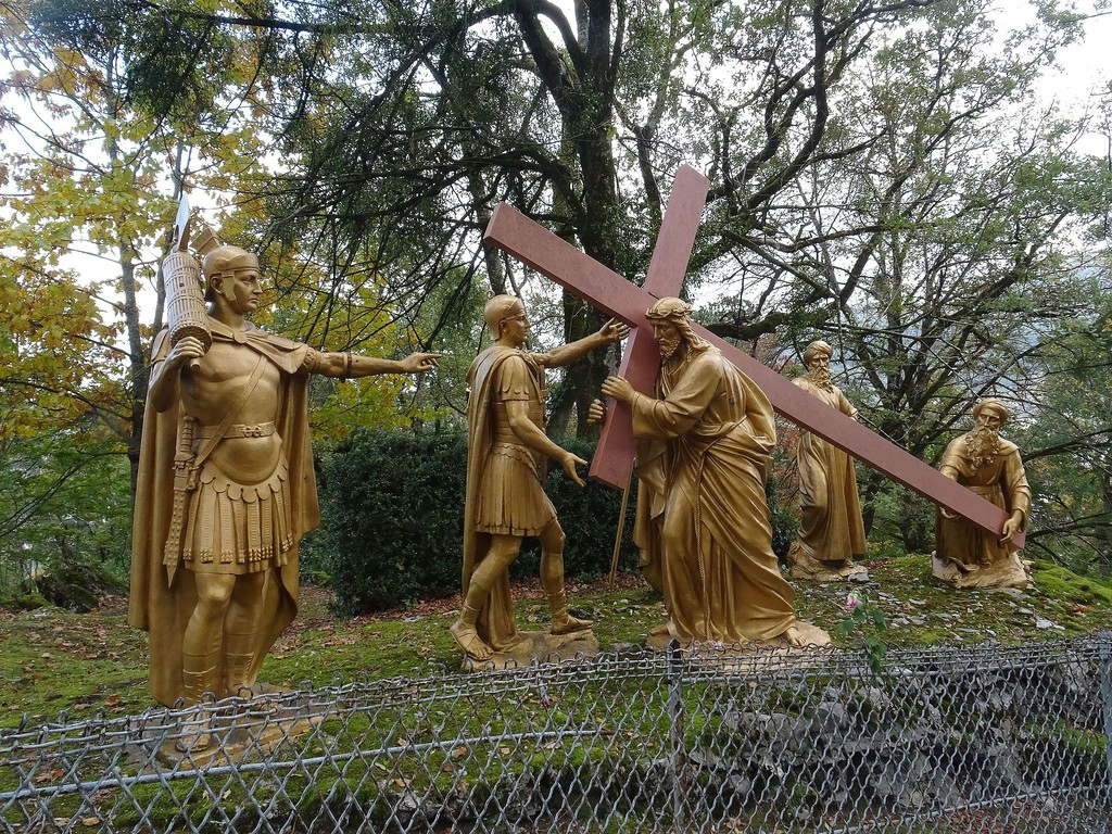 Caminho da Cruz em Lourdes