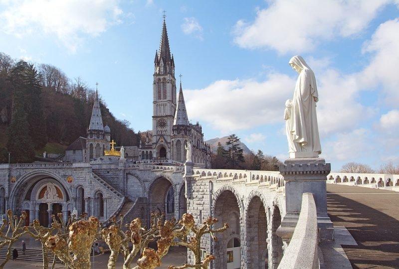Vista da entrada de Lourdes
