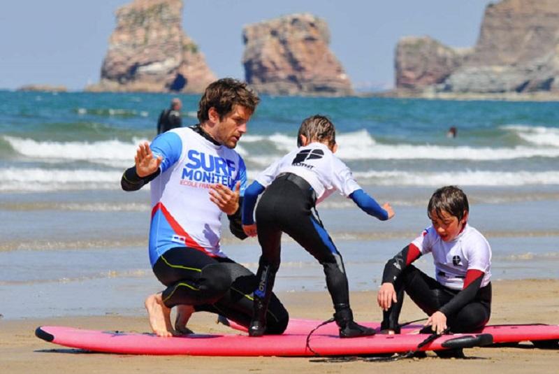 Aula de surfe em Hendaye