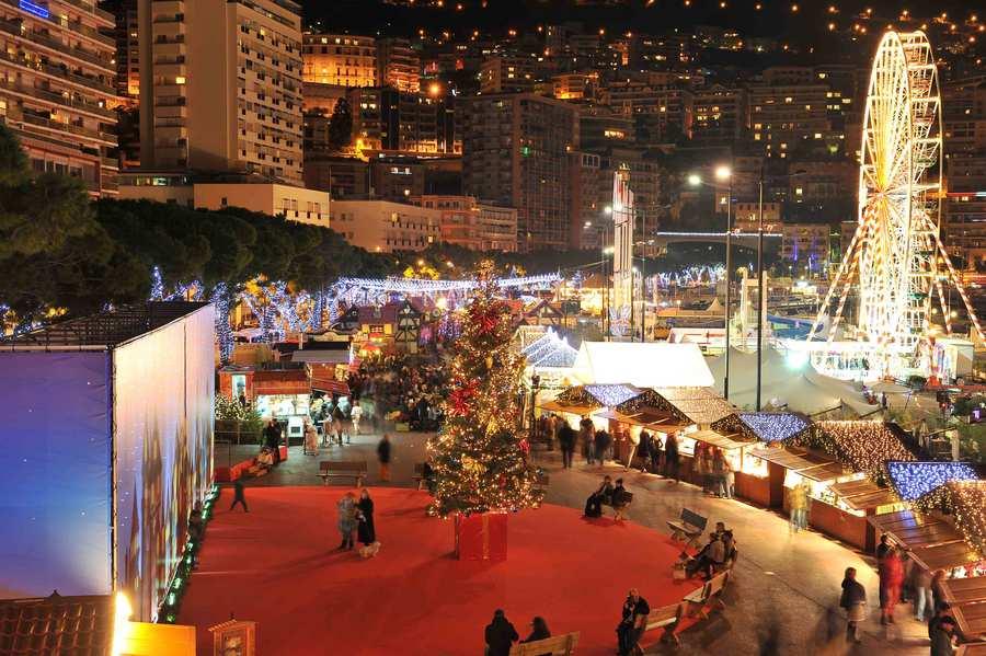 Vista do Mercado de Natal em Mônaco