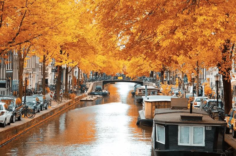 Canal em Amsterdã