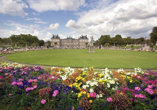 Flores no Jardim de Luxemburgo em Paris