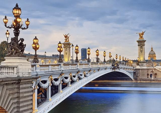 Paisagem da Ponte Alexandre III em Paris