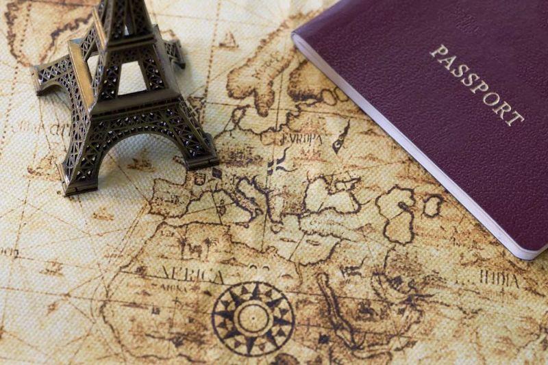 Passaporte e seguro viagem para Paris e França