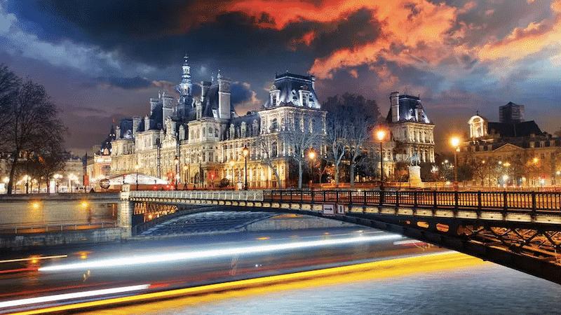 Vista do Hôtel de Ville em Paris