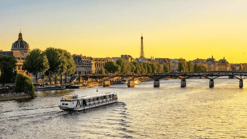 Vista do pôr do sol em Paris