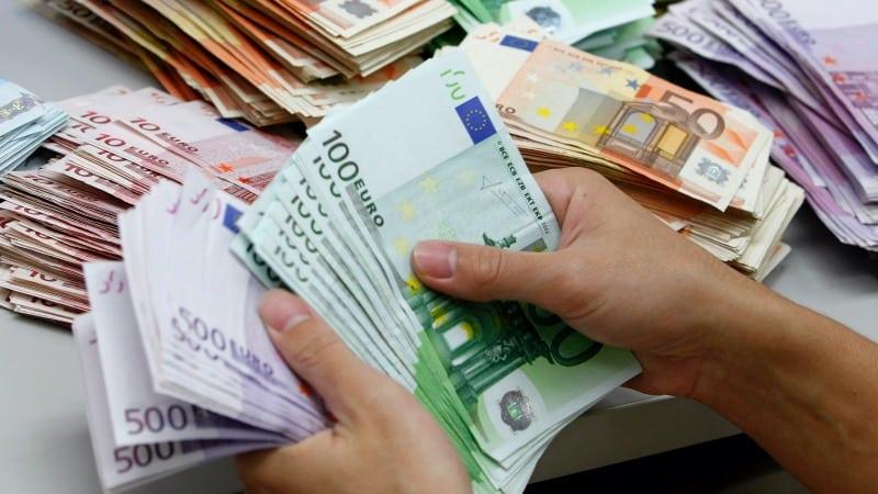 Segurando euros na França