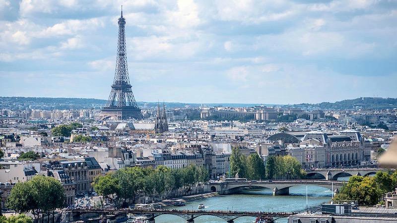 Vista da cidade e Torre Eiffel em Paris
